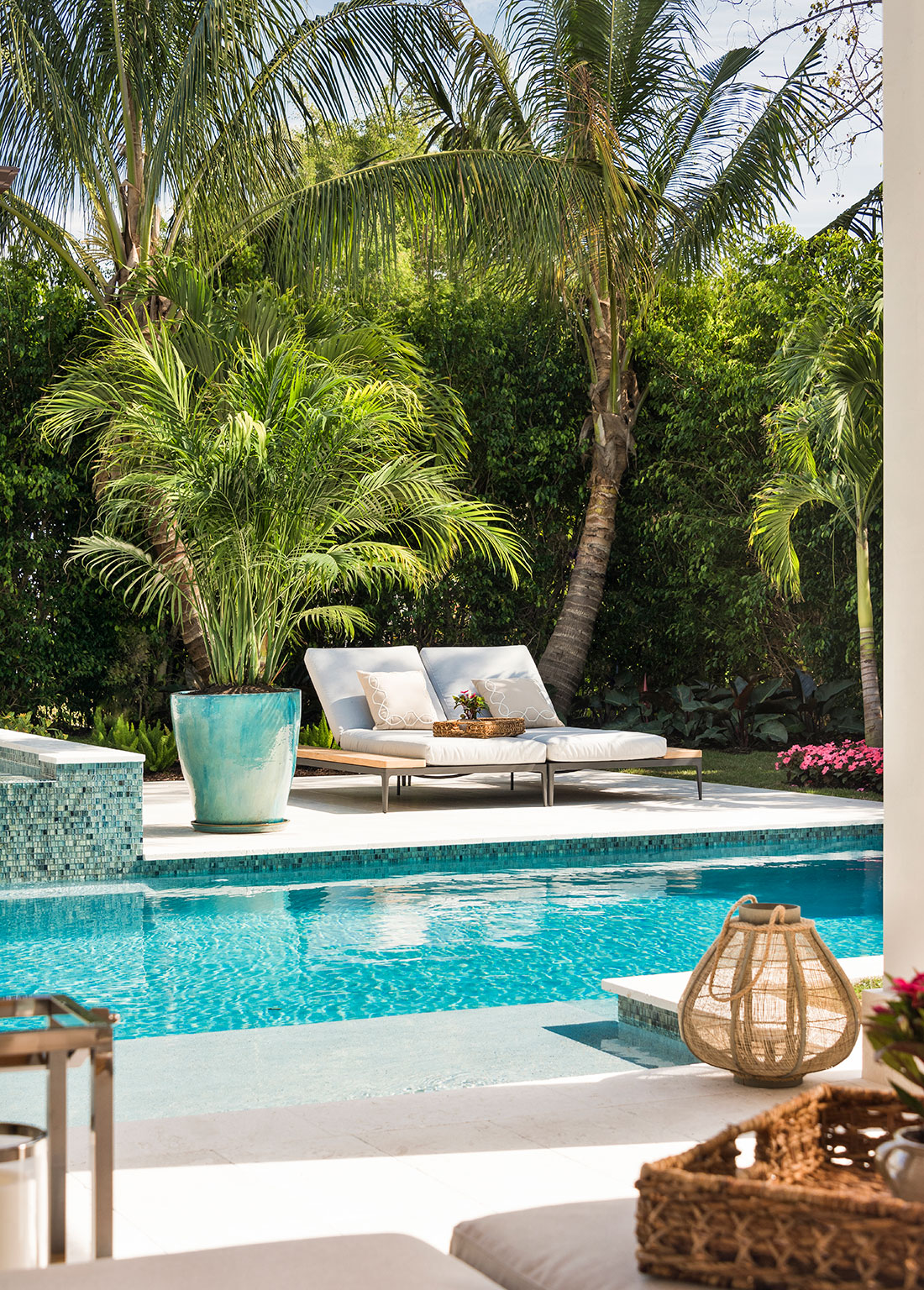 Calusa bay design florida design magazine coastal chic for Pool design magazine